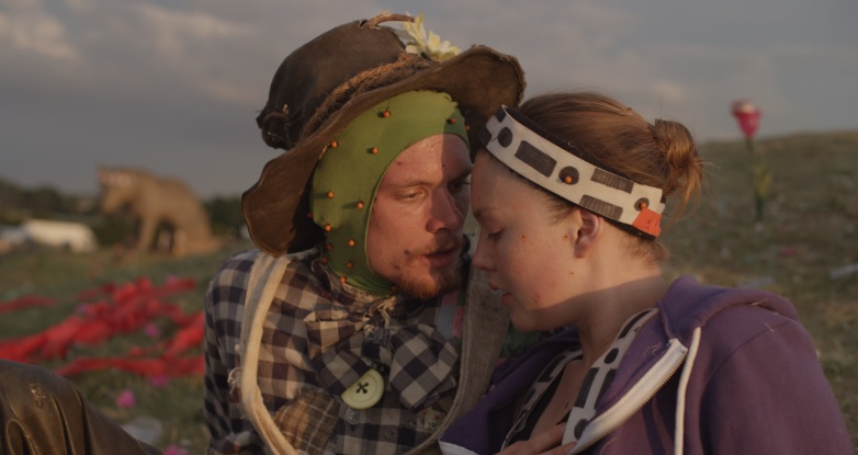 Robot & Scarecrow Come to Life in Amazing New Film | shots